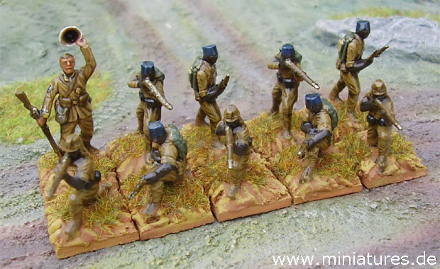 King's African Rifles, Sergeant and 2nd section of an infantry platoon