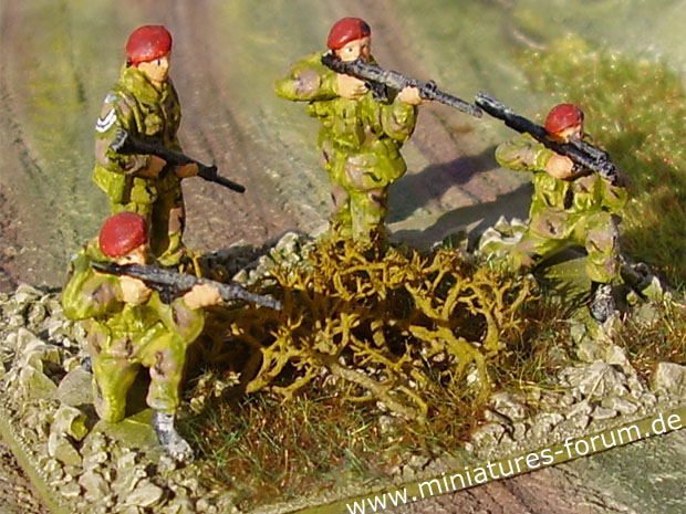 Crossfire Wargame Miniatures Base of British Paratroopers