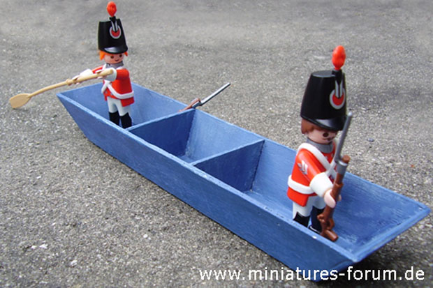 Playmobil 7675 English Redcoats maneuvering a British Standard Pontoon