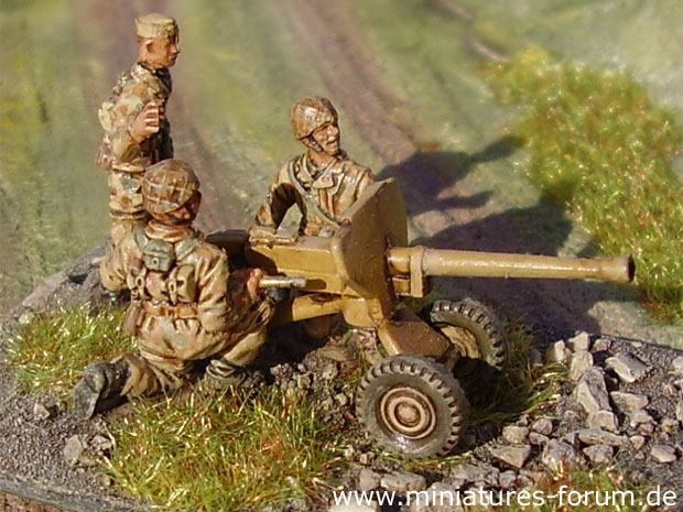 German Fallschirmjäger Paratroopers with 2.8 cm s.Panzerbüchse 41 heavy anti-tank rifle