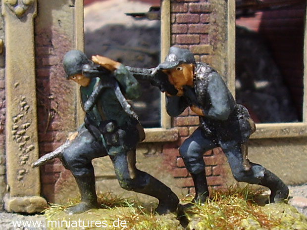 German MG 42 gunner and No. 2