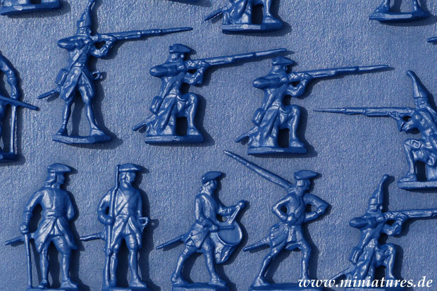 Prince August 40 mm Wargame Miniatures undercoated in Dupli-Color Deco Matt Acrylic »Sapphire Blue«