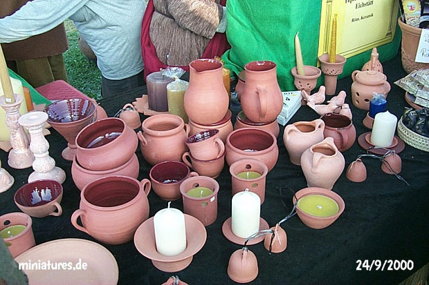 Jugs, pots, cups and candle holders made by the figulus (potter)