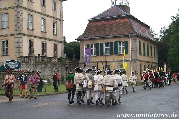 The infantry column marches away from Schloss Fasanerie, Virginia Militia in the foreground