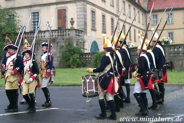 Prussian infantry and Hesse-Cassel grenadiers parade in front of Schloss Fasanerie