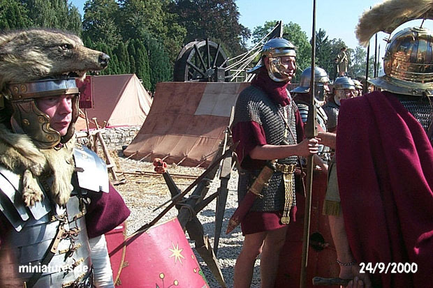 Cornicen, legionnaires and Centurio in front of their tents