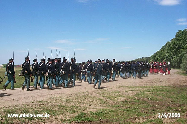 US Infantry and Zouaves marching