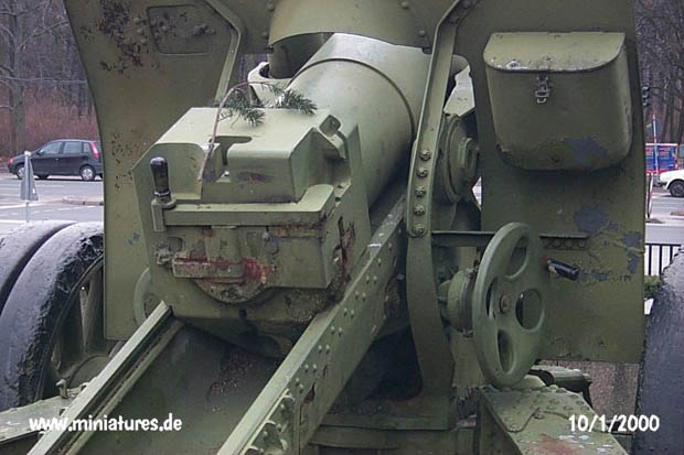 152 mm L.28.8 ML-20 Howitzer, close-up of the breech