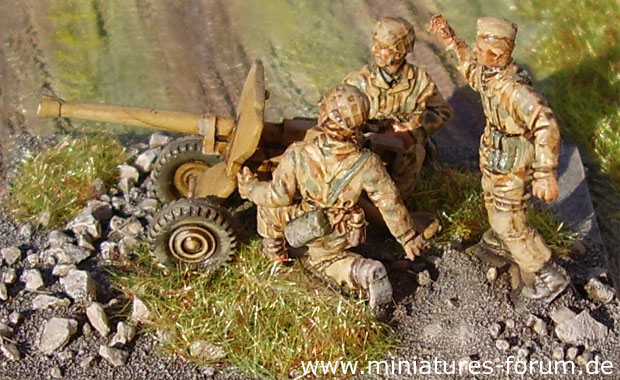 German Paratroops wearing Sumpfmuster tan aqueous camouflage pattern uniforms