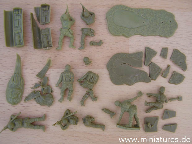 Brittling and Disintegration of Airfix's 1:76 Scale British Paratroops