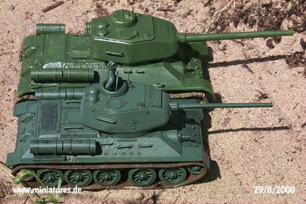 T-34 tanks in 1:72 and 1:76 scale