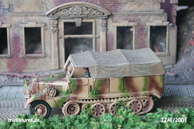 German Sd.Kfz. 11 Light Prime Mover 3 t in 1943 camouflage pattern, 1:76 Model Kit Revell 03150