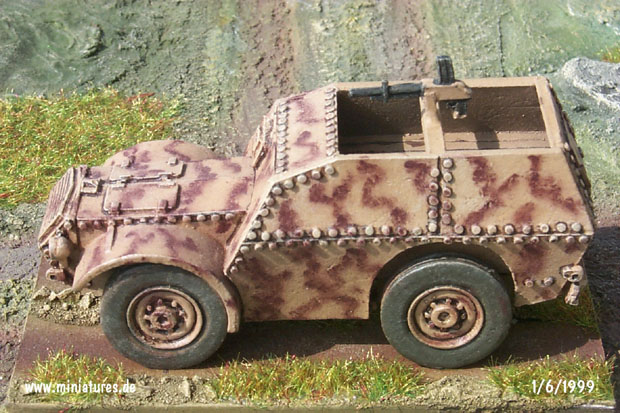Italian Autocarro Protetto AS37 Armoured Personnel Carrier, 1:72 Model Kit Reviresco AC20