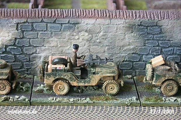 Willys Jeep M38 A1 converted to a British Commando Jeep with twin Bren machine guns, 1:87 H0 Model Kit ROCO 142